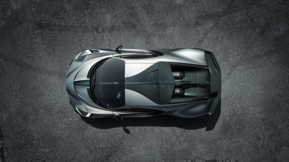Bugatti Divo top look