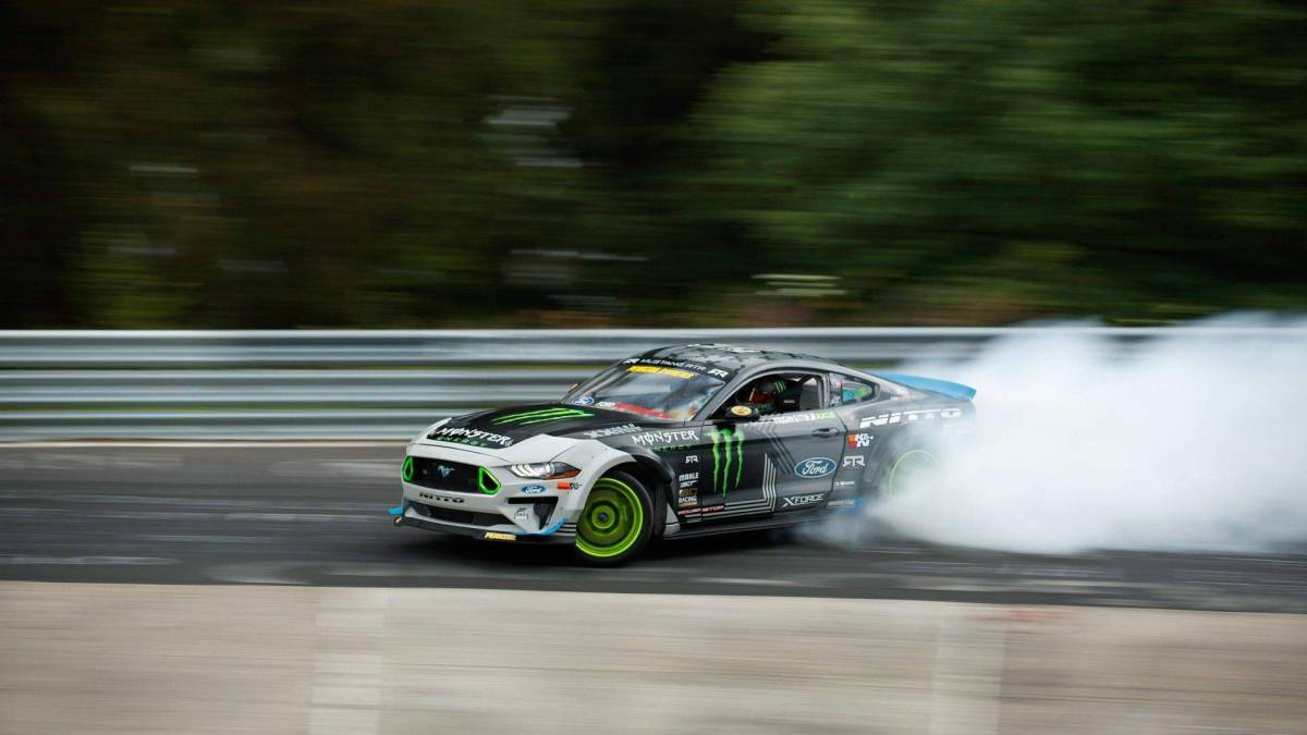 Ford Mustang RTR Nordschleife drifting lap