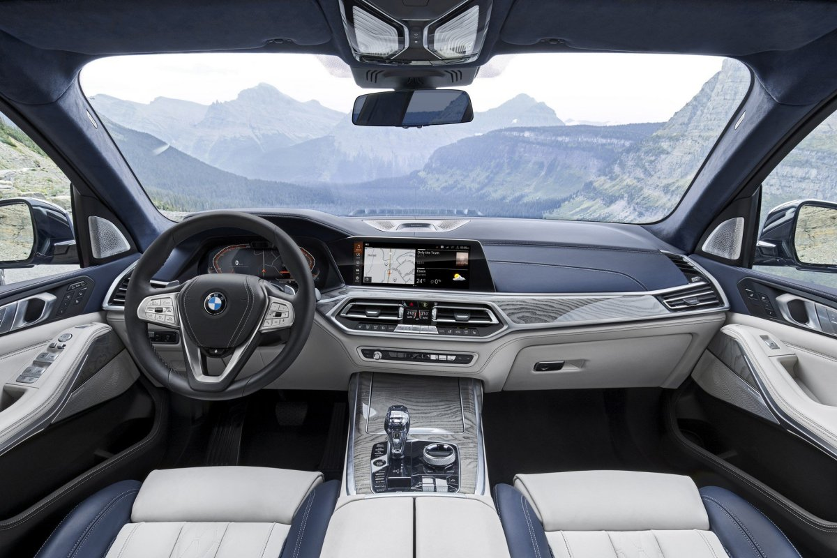 2019 BMW X7 cabin interior