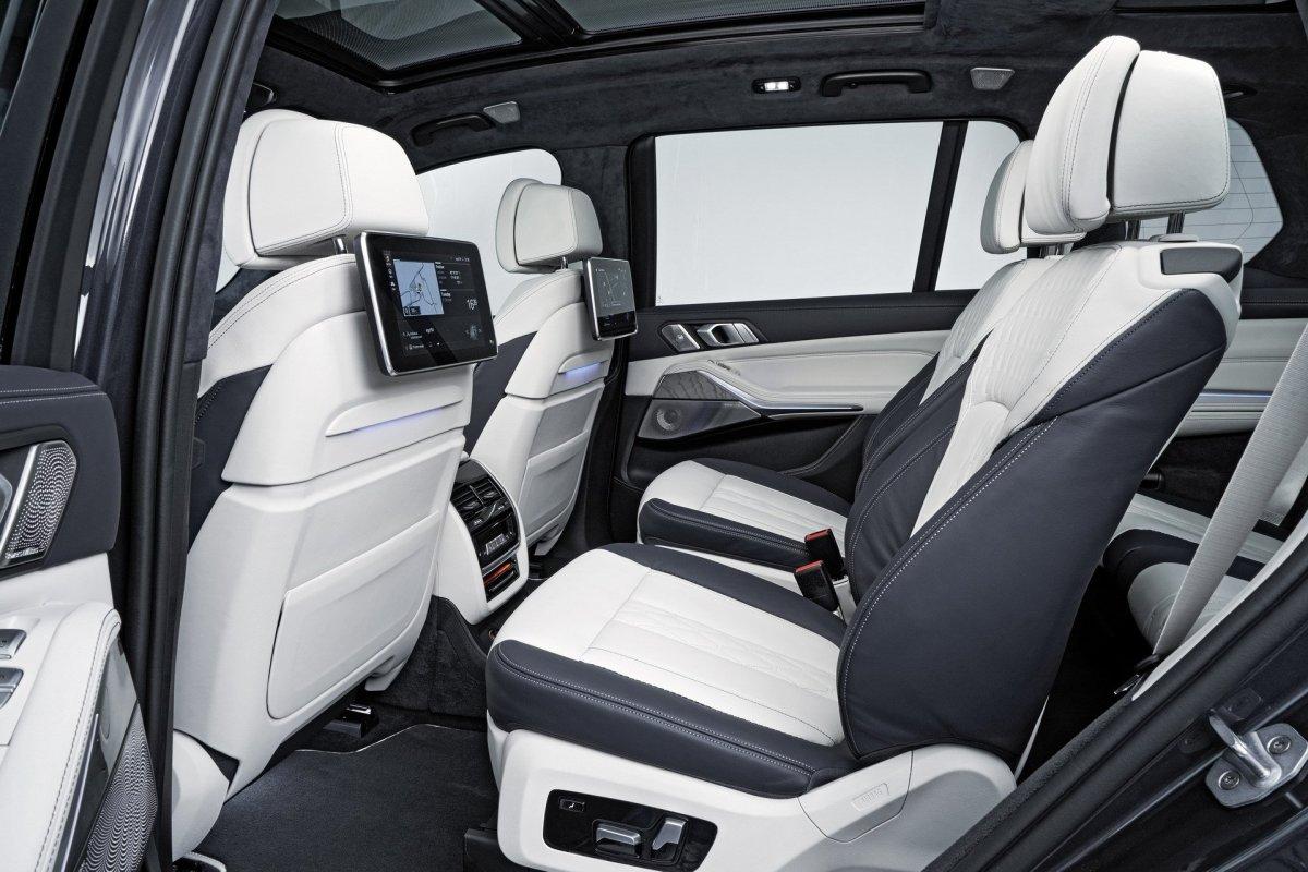 BMW X7 second row entertainment