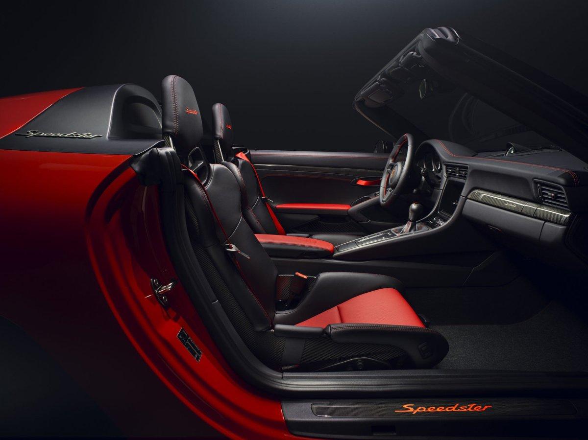Porsche 911 speedster interio