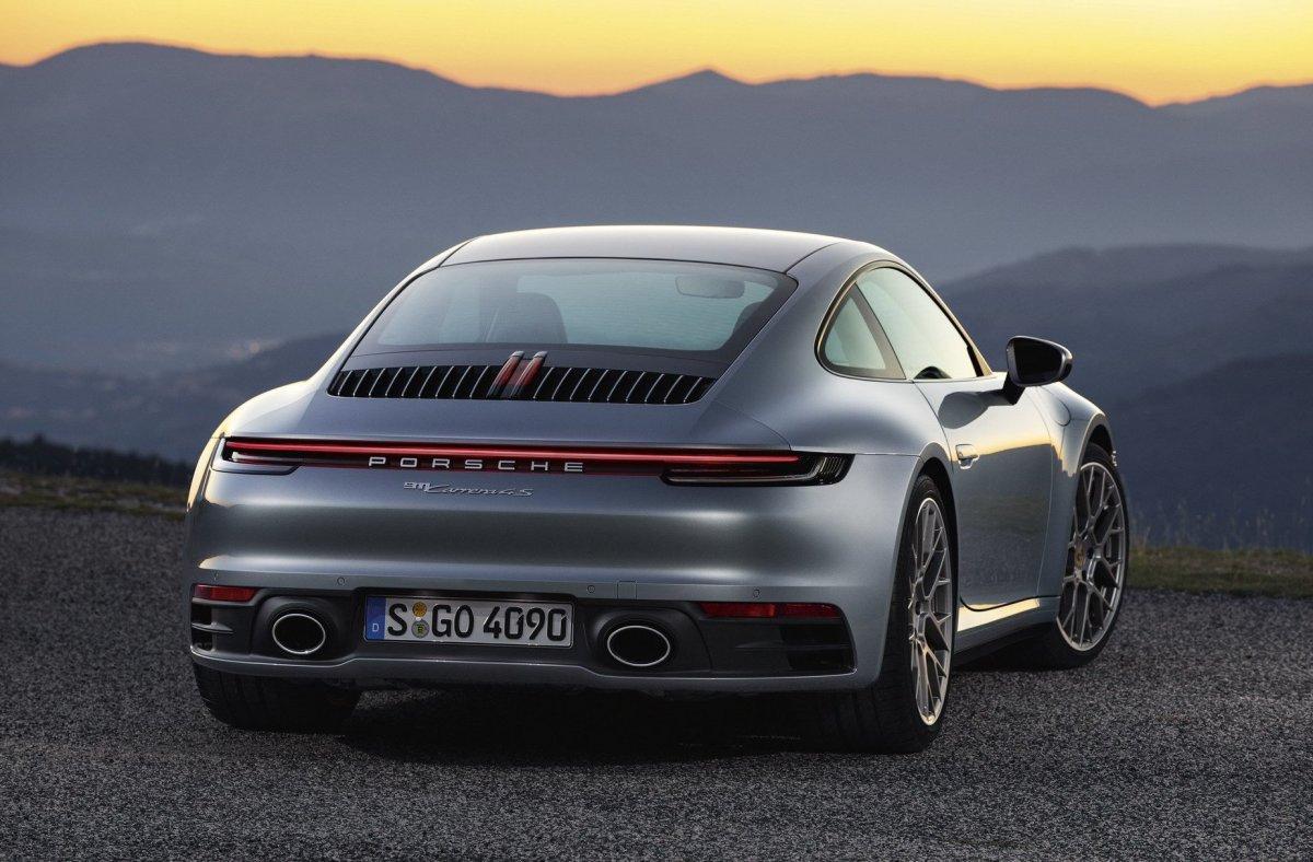 992 2020 Porsche 911 taillight