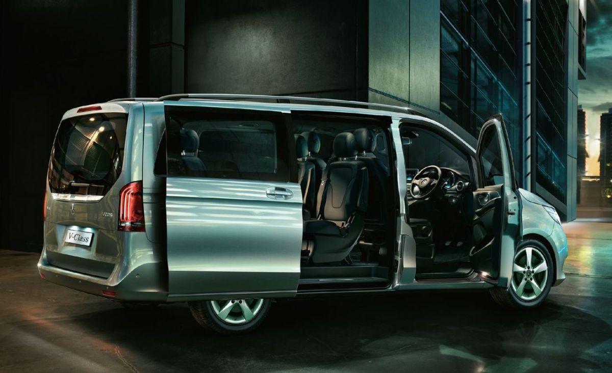 Mercedes-Benz V-Class rear door open