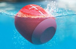 Ultimate Ears Wonderboom speaker in water