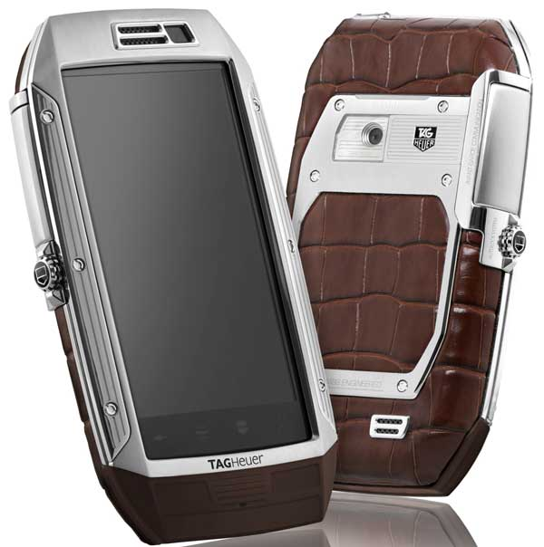 Tag Heuer Link smartphone, in brown alligator skin