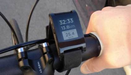Pebble-epaper-watch-iPhone-Android-cycling