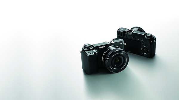 Sony Alpha NEX-6 compact system camer, front and back view