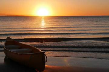 Fraser-Island-Kingfisher-Bay-boat-sunset