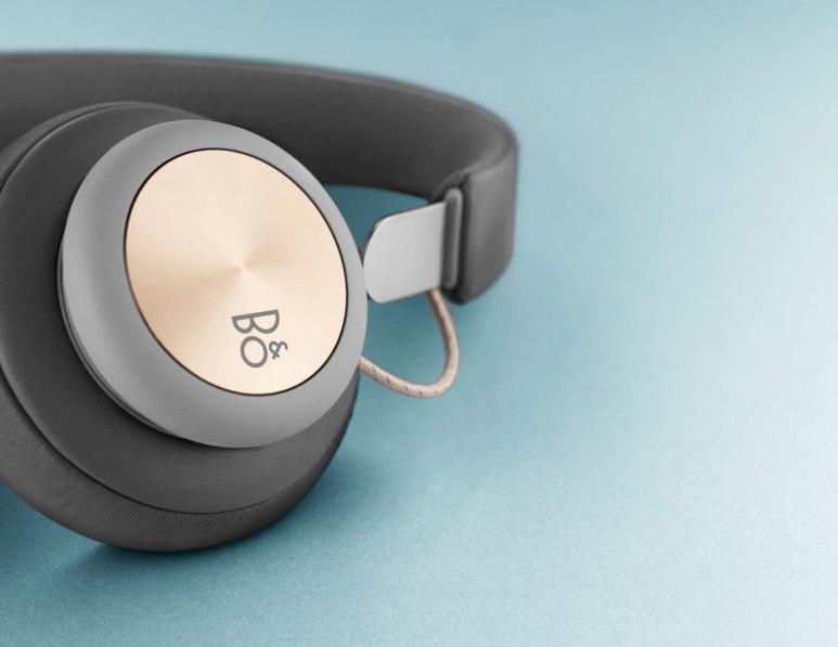 Bang & Olufsen Play H4 wireless headphones blue background
