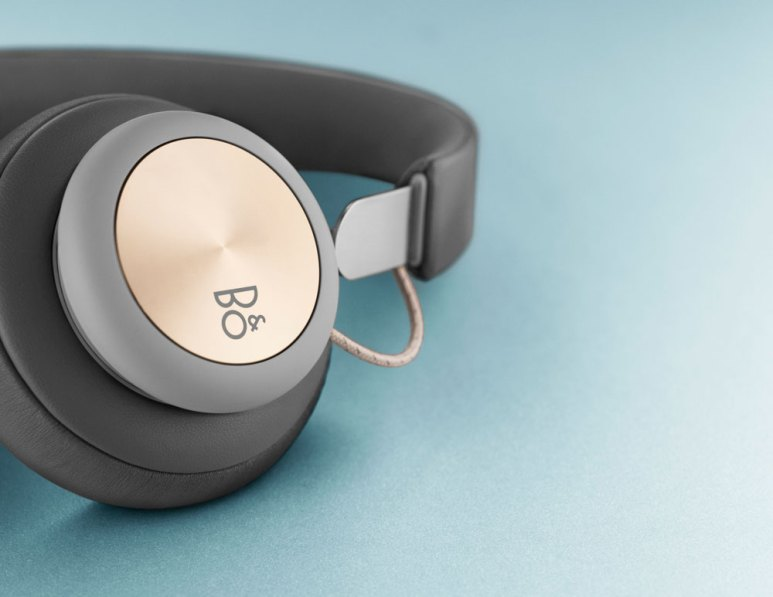 Bang & Olufsen Play H4 wireless headphones blue background