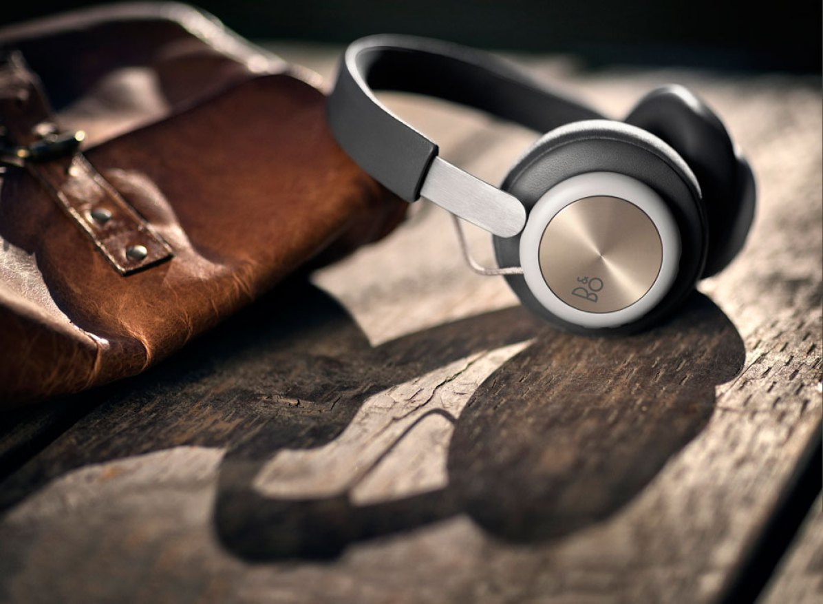 Bang & Olufsen Play H4 wireless headphones ready to travel