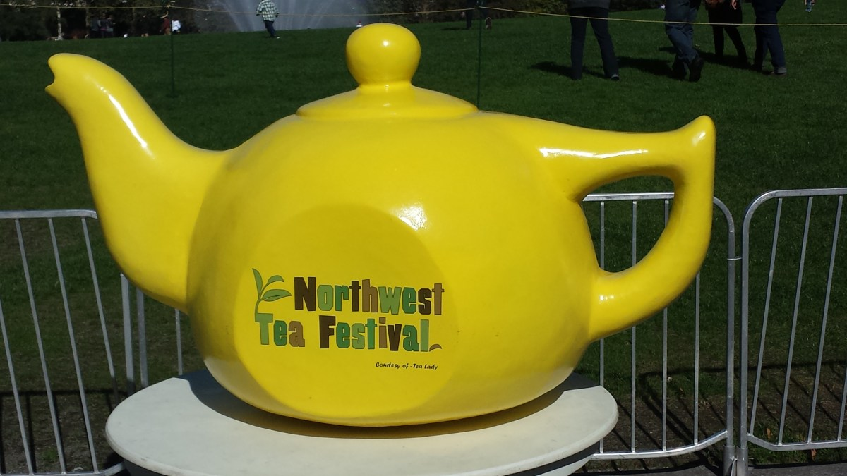 Giant teapot at the Northwest Tea Festival