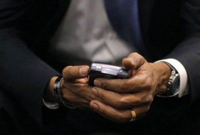 https://i0.wp.com/techtickerblog.com/wp-content/uploads/2009/01/obama-blackberry.jpg?resize=400%2C269