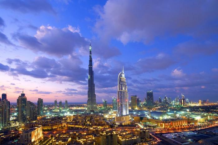 multicolor-dubai-skyscrapers-long-exposure-485x728