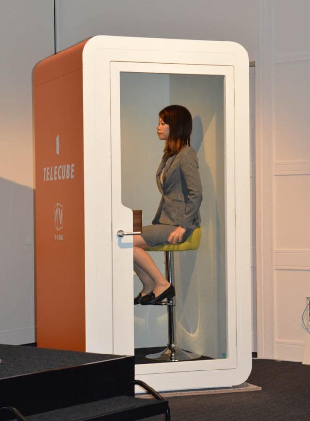 「テレキューブ」登場、テレビ会議大手ブイキューブが電話ボックスを再発明