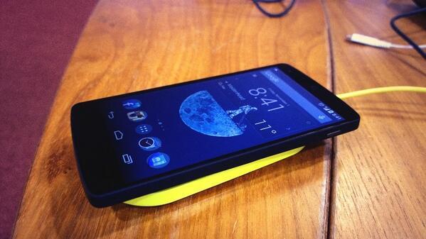 Nexus 5 on a Nokia wireless charging plate