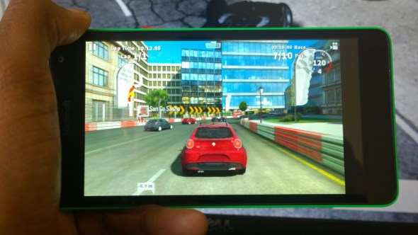 Gaming on the Lumia 535. Playing GT2 Racing