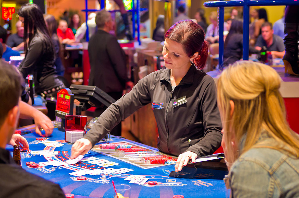 How to Navigate Smartly Through a Modern Online Casino