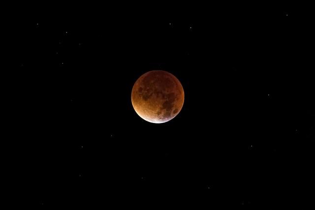blood moon photos social media