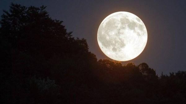 a lua cor de prata