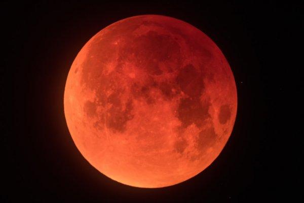 o vermelho da lua.