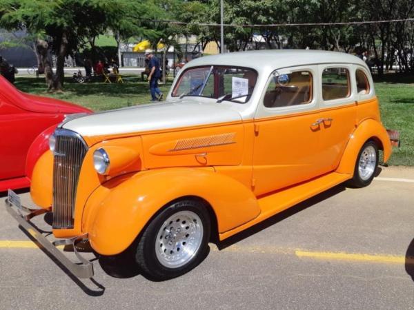 carro bem antigo