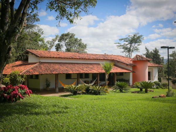 rosa  casa no campo