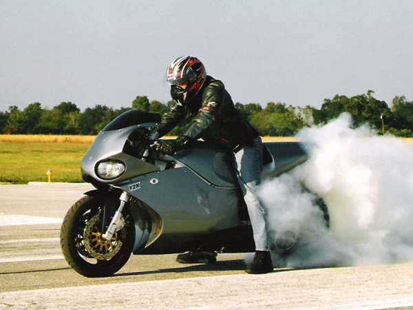 moto Y2K prata bonito