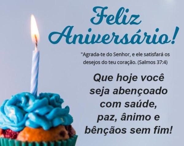 feliz aniversario comemorando