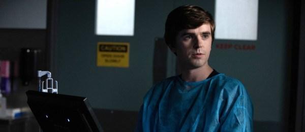 O médico Shaun luta contra sua condição e problemas diarios