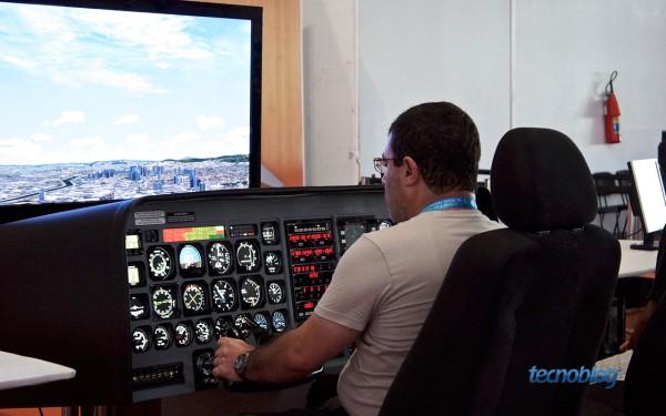Para quem quiser pilotar, tem simulador de avião na Arena