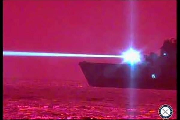 Marinha dos Estados Unidos testa canhão a laser capaz de derrubar aviões