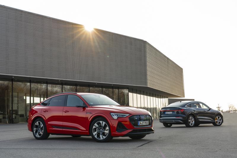 Audi e-tron: a listino le versioni Fast con ricarica a 22 kW in corrente alternata