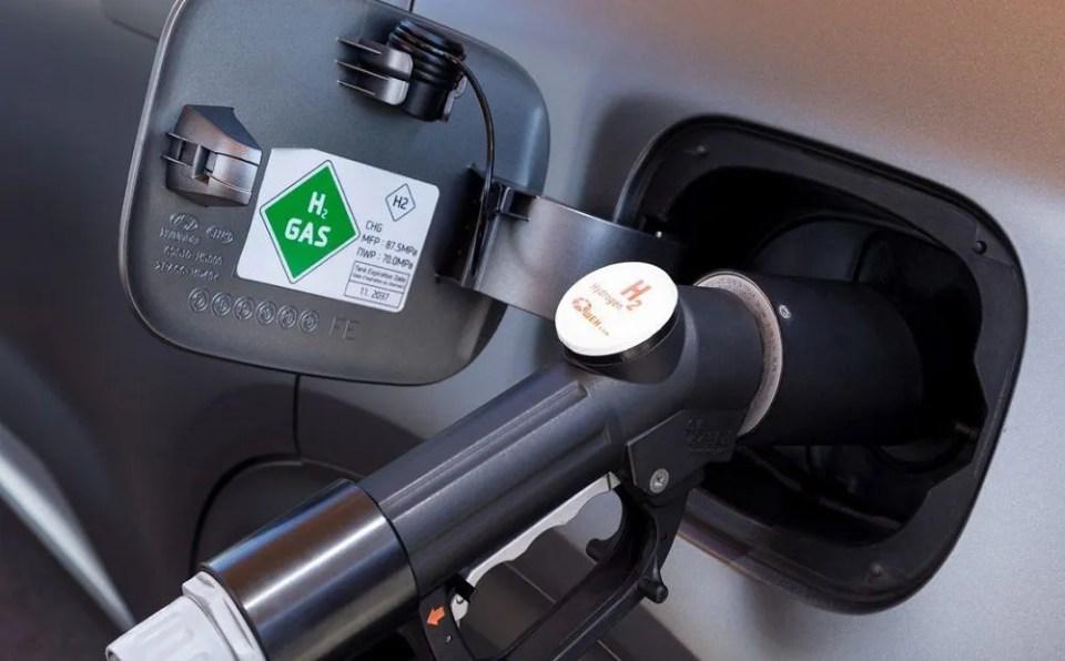 coche de hidrógeno y coche eléctrico