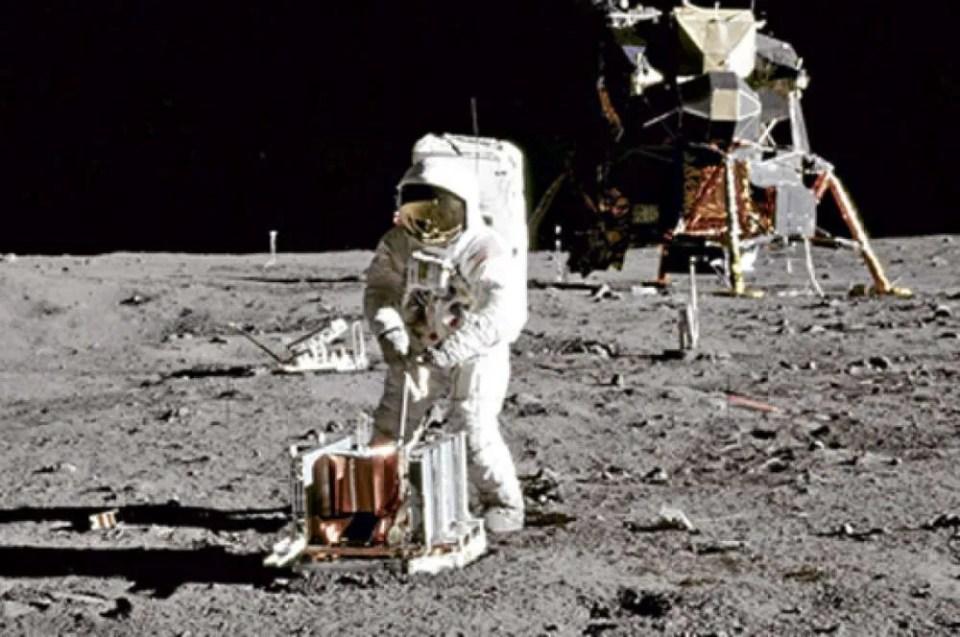 Primer paseo lunar