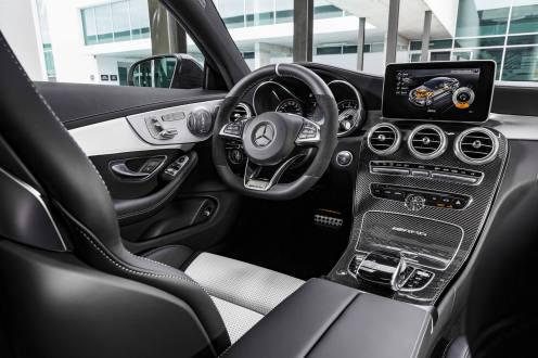 """Mercedes-AMG C 63 S Coupé (C 205) 2015; Interieur: Leder kristallgrau/schwarz, AMG Performance Lenkrad in Leder Nappa schwarz/Mikrofaser DINAMICA im 3-Speichen-Design unten abgeflacht, 12 Uhr-Markierung in Schwarz, Lenkradblende in Silberchrom mit """"AMG"""" Schriftzug und silberfarbenen Aluminium-Schaltpaddles, AMG Zierteile Carbon/Aluminium mit Längsschliff hell interior: leather crystal grey/black, AMG Performance steering wheel in black nappa leather/DINAMICA microfibre in a 3-spoke design, with flattened bottom section, 12 o'clock marking in black, steering wheel bezel in silver chrome with """"AMG"""" lettering and silver-coloured aluminium shift paddles, AMG carbon-fibre/light longitudinal-grain aluminum trim"""