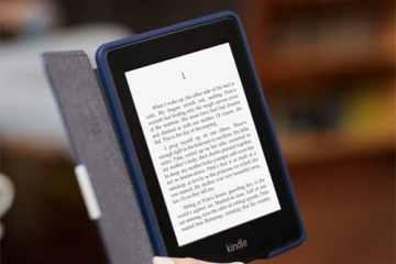 Kindle Paperwhite 3G con funda en un cafe