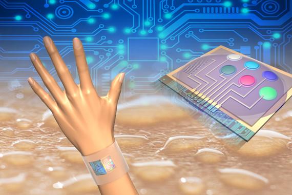 El sistema de sensores mide simultáneamente la temperatura de la piel, los metabolitos y electrolitos en el sudor humano y el análiza la información in situ. / Der-Hsien Lien and Hiroki Ota