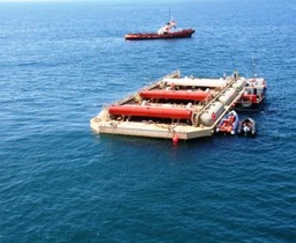 El WaveRoller es un panel de metal fijado al fondo marino cercano a la costa, que genera energía al ser mecido por las olas./Foto: AW-Energy