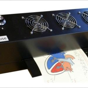 Impressora térmica com a impressão em alto relevo na bandeja