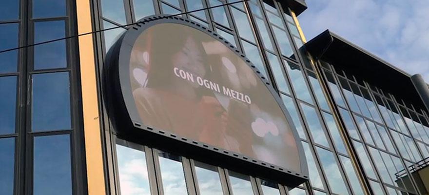 Ledwall outdoor sagomato facciata in cristallo moduli LED per esterni ad alta luminosità