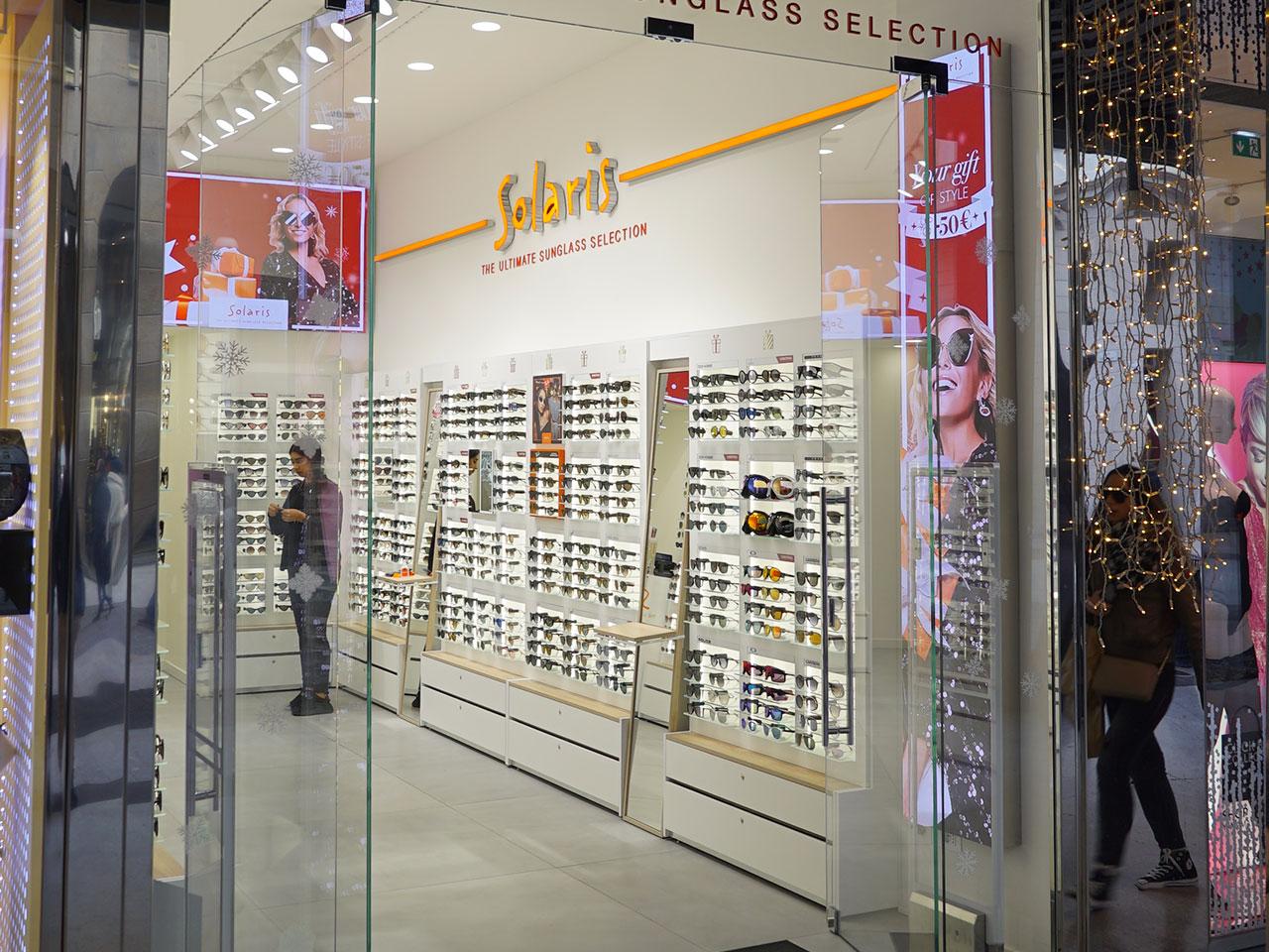Solaris-ledwall-indoor-schermi-da-interni-fondo-store-retro-cassa-1280x960-4