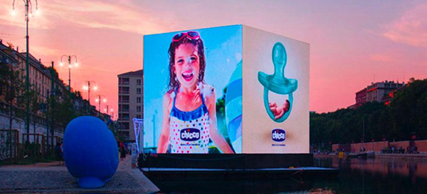 Cubo ledwall affissione digitale quadrifacciale schermo LED pubblicitario Darsena TheMadBox