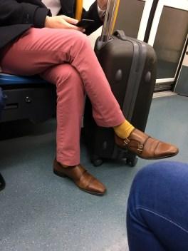 LINEA 4 - ZAPATOS MONK MUY TOP pero no con esos calcetines y pantalones!! :S