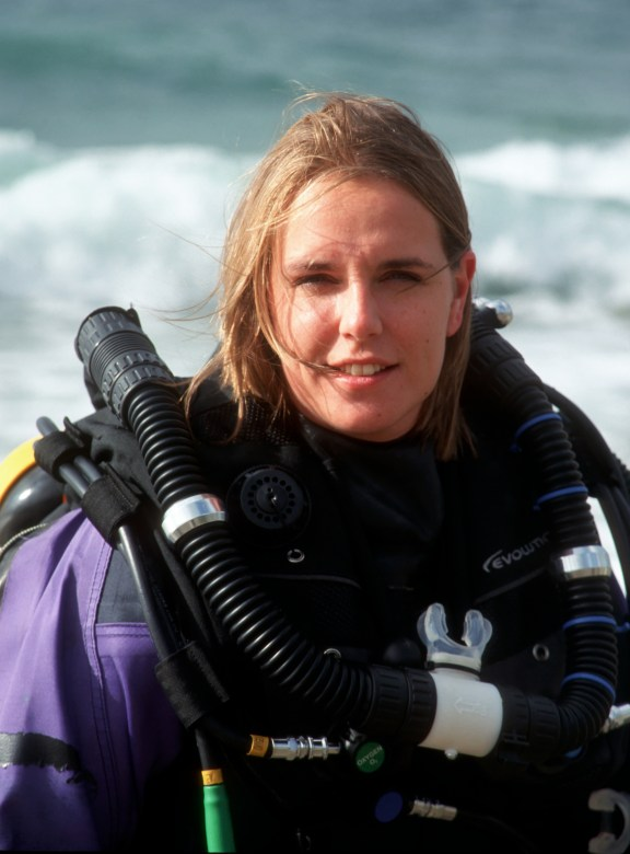 Nicky diving her rebreather