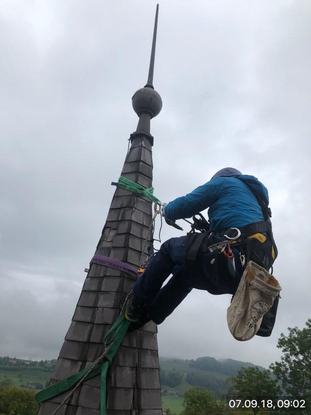 Schloss Worb, Demontage einer Turmspitze