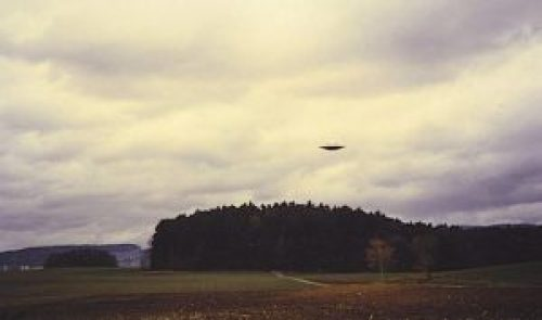 C:\Users\Ted\Pictures\Billy Meier\4 photo 4 Winkelriet\42 Meier, Winkelriet, 18 Mar 75, 0906, 7.jpg