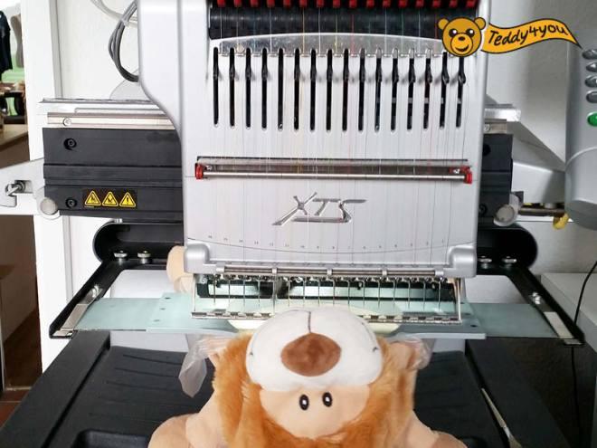 Löwe in der Stickmaschine