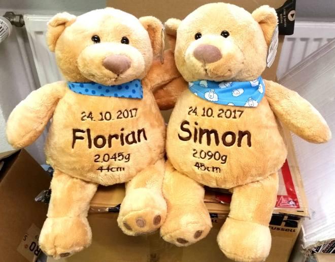 Teddys mit Namen und Geburtsdatum