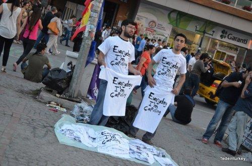 """""""Már én is be vagyok sózva attól, amit itt történik Törökországban"""" – Sedef Piker"""